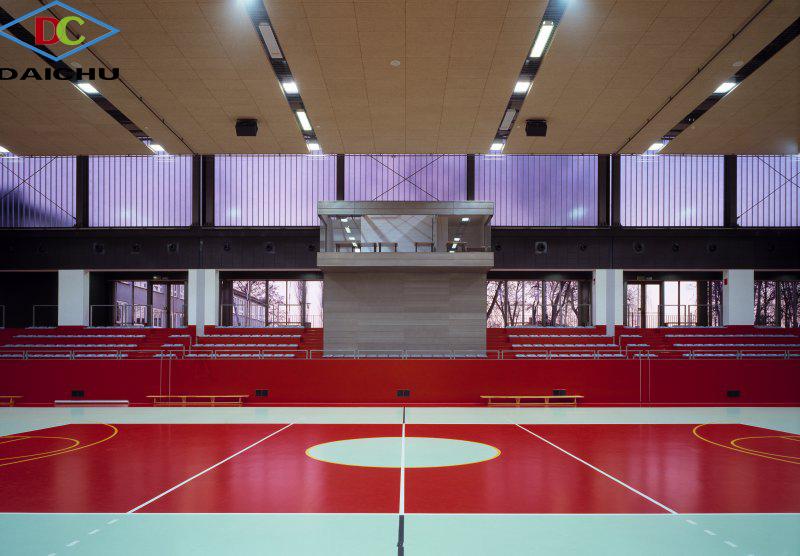 Sân thể thao với tấm sợi gỗ tiêu âm